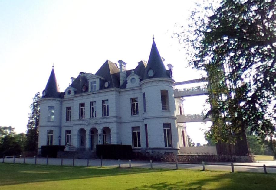 Chevetogne château.PNG